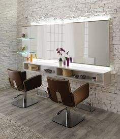 Élargissez votre horizon, avec cet élégant poste de coiffage. Un grand miroir retro-éclairé par LED donne de la profondeur et les profils en aluminium apportent une touche de raffinement. Poste de Coiffage Horizon, Salon Ambience, Coopéré