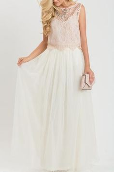 Hello gorgeous! We've been searching for the perfect tulle maxi skirt and this definitely it! This comfortable and versatile tulle maxi skirt comes in a classic shade of ivory. Wear it casual or dress