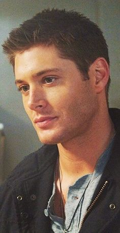 Jensen Ackles as a young Dean Winchester. Supernatural Season 2, Winchester Supernatural, Sam And Dean Winchester, Sam Dean, Winchester Brothers, Jeffrey Dean Morgan, Jensen Ackles, Jared And Jensen, Danneel Ackles