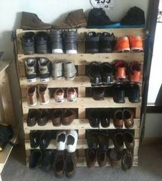 Pallet wood is a useful source of making creative home accessories, all by yourself, back at your home. Moreover, with a Pallet shoe rack, shoes are kept aloof Diy Shoe Rack, Shoe Storage, Shoe Racks, Jewelry Storage, Pallet Crafts, Diy Pallet Projects, Pallet Ideas, Diy Crafts, Handmade Home Decor