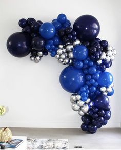 Balloon Gift, Balloon Wall, Balloon Garland, Color Tag, Blue Balloons, Diy Party Decorations, Birthday Balloons, Event Planning, Navy And White