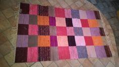 Elinan Erikoiset - Vuodatus.net Recycled Fabric, Woven Rug, Floor Rugs, Hand Weaving, Recycling, Area Rugs, Textiles, Flooring, Quilts