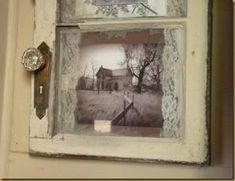 Old window, old lace and old photos. McBroom I like this idea with the old windows Old Window Frames, Window Art, Window Ideas, Vintage Windows, Old Windows, Windows Decor, Old Window Projects, Diy Projects, Foto Fun