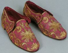 Shoes from a Pope with gold embroidery.