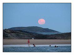 Praia dos Namorados by Vi, via Flickr