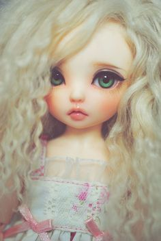 Así sería #Esmeralda hija de #Celeste la amante del Rey #Henrey a su 7 años cuando su madre murió   #Esmeralda viene siendo la hija menor del Rey fuera de su matrimonio, por lo tanto es media Hermana del Príncipe #Alfons hijo de la Reina #Caliz