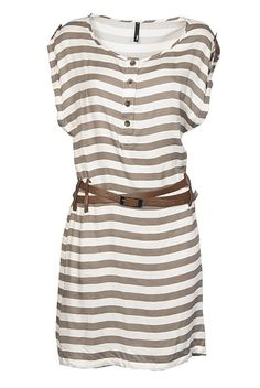Have a similar dress.... Shud wear it with a low slung belt like suggested