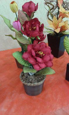 vasos com flores em EVA