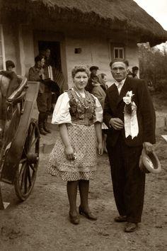 """Wesele Jana Pyczka i Marii z domu Pyrlik """"Fornalczyk"""" Bieńczyce, lata 30. XX w. fot. Jan Kotyza"""