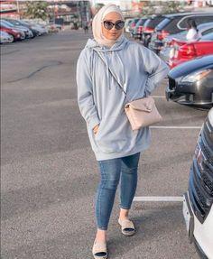 Street Hijab Fashion, Muslim Fashion, Oversized Hoodie Outfit, Oversized Sweaters, Jogging, Hijab Outfit, Hijab Wear, Hijab Trends, Mode Hijab