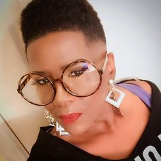 Loving this Cut ! Afro, Natural Hair Styles, Short Hair Styles, Lunette Style, Short Sassy Hair, Hipster Women, Eyeglasses Frames For Women, Fashion Eye Glasses, Stunning Eyes