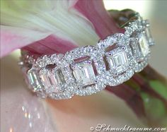 Extraordinary: Grand Diamond Eternity Ring, 3,82 cts. G-SI/VSI, WG-18K -- Find out: schmucktraeume.com -- Visit us on FB: https://www.facebook.com/pages/Noble-Juwelen/150871984924926 -- Any questions? Contact us: info@schmucktraeume.com