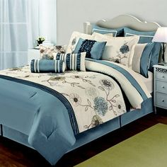 Home Classics Adele 20-pc. Bed Set - Kohls When on sale it is just over $200. That is great for a 20 piece set!