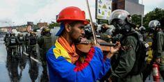 Violinista de protestos na Venezuela recebe solidariedade após agressão