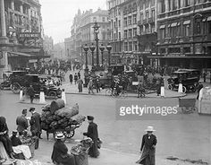 Piccadilly Circus with no buses during the transport strike in the last few months of WW1 c.1918.