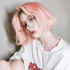 She's so beautful Q: pink hairs: yes or no? A: yess I love it Uzzlang Girl, Cute Korean Girl, Asian Girl, Pretty Hairstyles, Girl Hairstyles, Pelo Ulzzang, Hair Reference, Dye My Hair, Girl Short Hair
