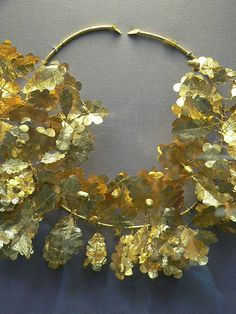 Gold oak wreath with bee and cicadas from Dardanelles (today; Canakkalé, Turkey)  Tomb Group 4th century BCE