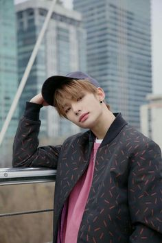 hwang hyunjin clé 1 miroh - album jacket photoshoot behind Rapper, K Pop, Kids Wallpaper, Drama Queens, Lee Know, Kpop Boy, Lee Min Ho, Minho, Boyfriend Material