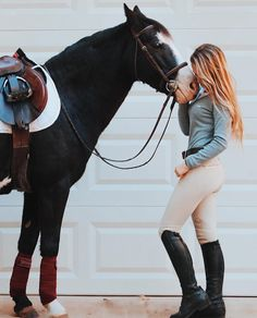 "2,107 curtidas, 15 comentários - Apple & Madison (@simplyyequestrian) no Instagram: ""Safe to say Apple and I are in love with @usanimo I'm wearing their Nudo breeches in Calla and…"""