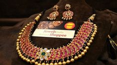 Ultimate 35 Gold Necklace Designs Images Of This Year Gold Bangles Design, Gold Jewellery Design, Gold Jewelry, Pearl Jewelry, Bridal Jewelry, Diamond Jewelry, Antique Jewelry, Bold Necklace, Gold Pearl Necklace