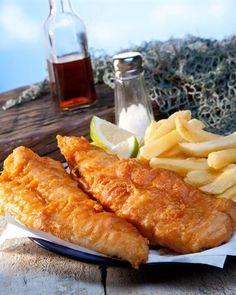 17 Restaurants in SA that serve the classic good ol' fish and chips Fish And Chips, Fresco, Restaurant Guide, Healthy Lifestyle Changes, Good Ol, Healthy People 2020, Healthy Weight, Food Videos, Appetizers