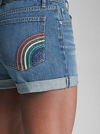 Mid Rise Denim Shorts with Rainbow Embroidery Embroidery On Clothes, Flower Embroidery Designs, Simple Embroidery, Embroidered Clothes, Embroidery Art, Embroidery Patterns, Embroidered Shorts, Broderie Anglaise Fabric, Diy Broderie