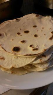 Myke hvete tortillas til wraps eller andre godsaker, som fajitas . Fajitas, Tortillas, Wraps, Breakfast, Ethnic Recipes, Food, Cake Rolls, Breakfast Cafe, Essen