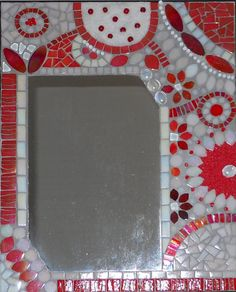 Miroir rouge mosaique de pate de verre, billes de verre, sable -support bois Mirror Mosaic, Mosaic Projects, Support, Decoration, Mirror Ideas, Etsy, Frames, Glass, Mirrors