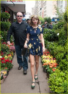 Taylor Swift Celebrates Earth Day by Perusing Flower Shops!   Taylor Swift Photos   Just Jared