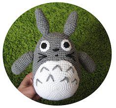 "Totoro Amigurumi - Free Pattern - PDF - Click ""download "" or ""free Ravelry Pattern"" -  http://www.ravelry.com/patterns/library/amigurumi-totoro"