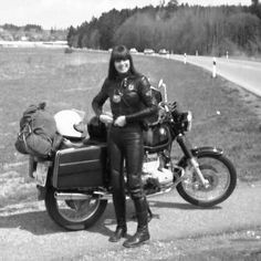 Girl on an old motorcycle: Post your pics! - Page 1149 - ADVrider Motorcycle Leather, Motorcycle Style, Motorcycle Girls, Motorcycle Quotes, Lady Biker, Biker Girl, Bmw Girl, Motorbike Girl, Girl Bike