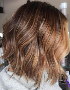 Do you feel a little bored with your short hair? Why not try balayage. There are many balayage ideas for short hair that can make your appearance feel new again. No matter whether your hair is curl… Onbre Hair, Hair Dos, Bob Hairstyles 2018, Bob Haircuts, Haircuts For Fall, Modern Haircuts, Casual Hairstyles, Fancy Hairstyles, Bridal Hairstyles