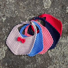 Crochet Drool Bib, Vintage Style Bib, Baby Bib, Crochet Bib with Mini Bow on Etsy, £10.00