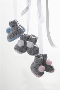 Pom-pom Booties - Michael's free project pattern