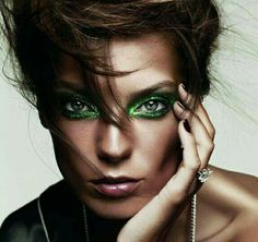 Amazing make up! Daria Werbowy by Ben Hassett for Vogue Paris, May Beauté Daria Werbowy, Beauty Makeup, Eye Makeup, Hair Makeup, Hair Beauty, Airbrush Makeup, Makeup Style, Vogue Paris, Make Up Color