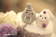 Seal and Walrus MochiEgg couple custom wedding cake topper #cute #weddingideas #planning #weddingthings #ocean #theme #animalscaketopper #handmadecaketopper #unique #gift #cakedecor #marriage #justmarried #kikuikestudio #purple