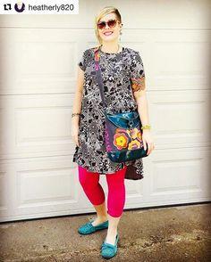 Heather is looking fabulous in her new Ravenna Hobo Bag! Love it! . . . . . . . . . . . . #pfitzsewswelloriginal #pfitzsewswell #ravennahobo #sparklevinylpurse #sparklevinylhandbag #flowers #fielddayspent #alisonglass #emkiedesigns #hippohobo #handmade #sewallthebags #sewwiththebest #sewonandsewforth #handcraftedcouture #neverfitsoswell #loveit - http://ift.tt/1HQJd81