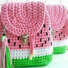 Karpuz cantalar mmmm nefis gorunuyorlar . . @katya_ryabkina  . . #orgu #örgü #tigisi #handmade #elemegi #crochet #knit #hook #yarn #crocheter #crochetersofinstagram #knitter #knittersofinstagram #blanket #crochetbasket #fashion #baby #crocheters #knitters #amigurumi #penyeip #tshirtyarn #pouf #puf #paspas #bag #canta