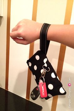 Simple Dimples: DIY Wristlet Pouch with Card Slots Tutorial