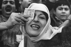 یک طرفدار سلطنت در تظاهرات استادیوم امجدیه، تهران، دی ۱۳۵۷