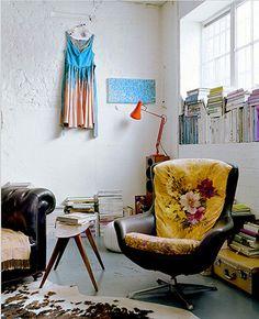 Mueble de cuero con estampado floreado
