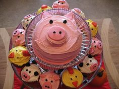 Pig Cake and Farm Animal Cupcakes Farm Animal Party, Farm Animal Birthday, Barnyard Party, Farm Birthday, Pig Party, Farm Party, 2nd Birthday Parties, Birthday Cake, Barnyard Cake