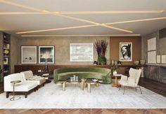 Com sofá curvo ao lado de rasgos iluminados no teto, os tons naturais colorem este sofisticado ambiente, que homenageou o design nacional