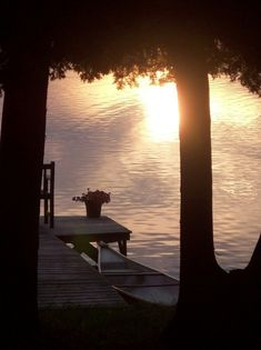 "This picture make me think of Lake Vanare.one of my ""happy places"" Peaceful Places, Beautiful Places, Lakeside Living, Lakeside View, Lake Cabins, Le Havre, Seen, Lake Cottage, Photos Voyages"