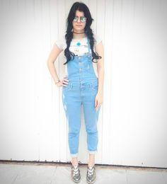 Olá, fashionlovers! O post de hoje é o meu look vintage 90s ! Neste look eu estou vestindo; macacão anos noventa rasgado da Renner -R$ 159,90 Blusa com patches coloridos e fofos da Renner -R$59,90 …