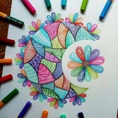 No photo description available. Doodle Art Drawing, Zentangle Drawings, Mandala Drawing, Art Drawings Sketches, Zentangles, Doodle Art Designs, Doodle Patterns, Zentangle Patterns, Art Drawings Beautiful