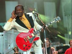 Doubtless, Chuck Berry is an Iconic figure of early Rock and Roll, and one of the must wonderfull things about this guitar hero, is his Gibson There ain't any one else like him on earth. Rock Roll, Rock N, Gibson Es 335, Rock Legends, Founding Fathers, Elvis Presley, Pop Culture, Berries, Actors