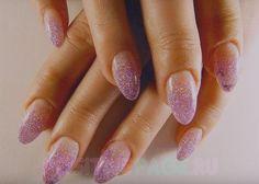 Миндалевидные ногти.