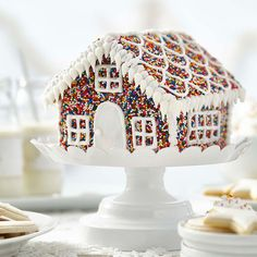 White Gingerbread House, Cool Gingerbread Houses, Gingerbread House Designs, Gingerbread House Parties, Gingerbread Village, Cookie House, House Cake, Christmas Cooking, Christmas Desserts