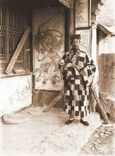 ☞與道士下山有何不同:真實道士老照片-微信上的中國 Old Pictures, Old Photos, Greek Statues, Chinese Embroidery, Old Photographs, China, Chinese Culture, Priest, Great Photos